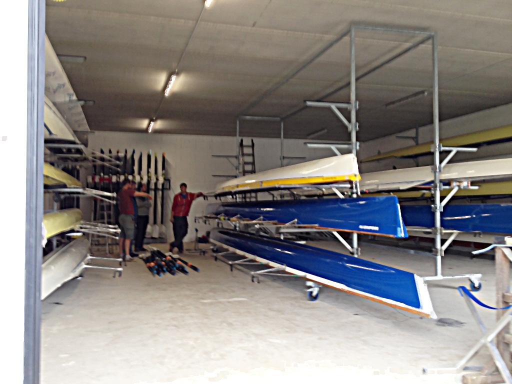 Haupthalle mit den ersten Booten